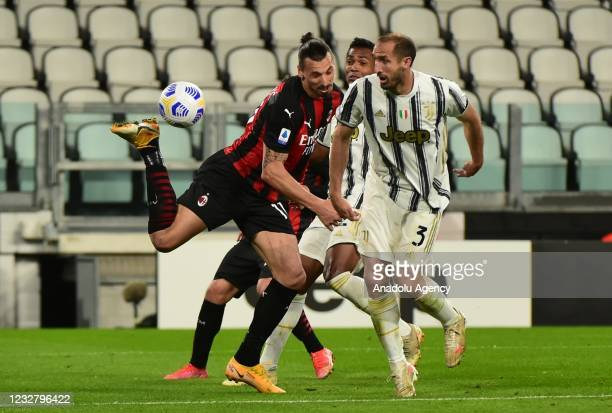 Zlatan Ibrahimovic of Milan in action against Giorgio Chiellini of Juventus during Serie A match between Juventus and Milan at Allianz Stadium on May...