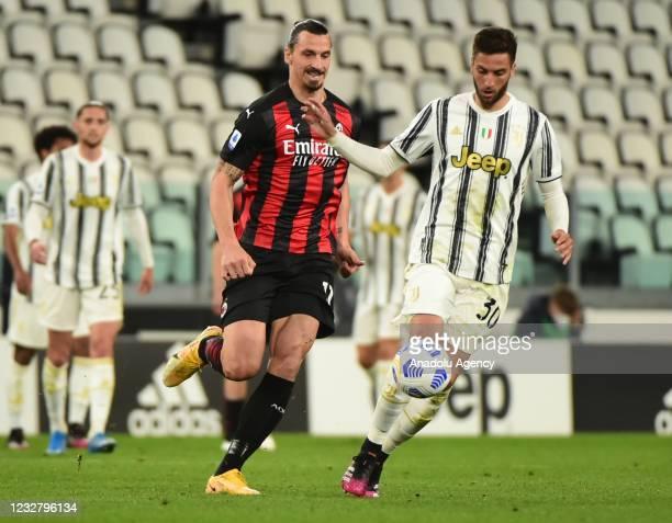 Zlatan Ibrahimovic of Milan in action against Rodrigo Bentancur of Juventus during Serie A match between Juventus and Milan at Allianz Stadium on May...