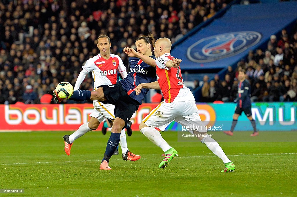 Zlatan Ibrahimovic of Paris Saint-Germain kicks the ball during the French Ligue 1 match between Paris Saint-Germain and AS Monaco at Parc des Princes on March 20, 2016 in Paris, France.
