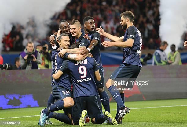 Zlatan Ibrahimovic of PSG celebrates his goal with Blaise Matuidi Marco Verratti Serge Aurier Edinson Cavani and Thiago Motta of PSG during the...