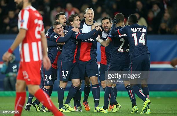 Zlatan Ibrahimovic of PSG celebrates his goal with teammates Thiago Motta Marco Verratti Maxwell Scherrer Ezequiel Lavezzi Blaise Matuidi during the...