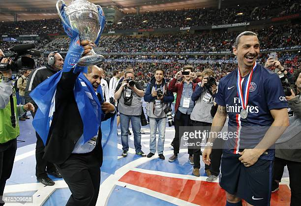 Zlatan Ibrahimovic of PSG celebrates the victory after the French Cup Final between Paris SaintGermain and AJ Auxerre at Stade de France on May 30...