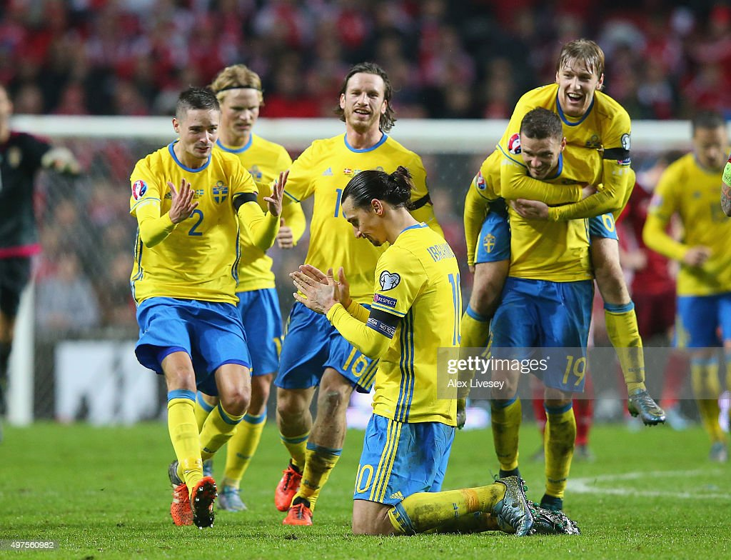 Zlatan Ibrahimovic of Sweden is mobbed by team mates as they celebrate after the UEFA EURO 2016 Qualifier Play-Off Second Leg match between Denmark and Sweden at Parken Stadium on November 17, 2015 in Copenhagen, Denmark.