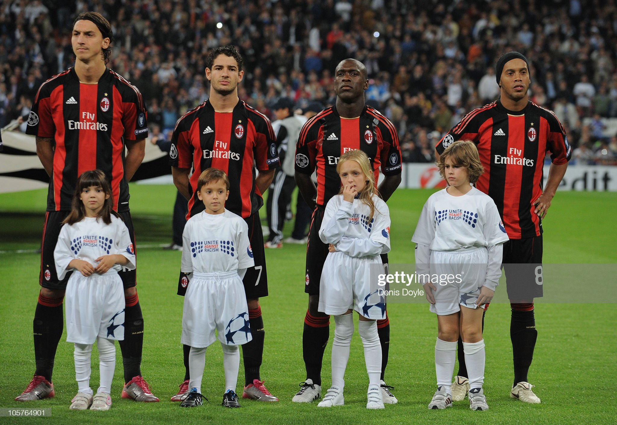 ¿Cuánto mide Alexandre Pato? - Altura - Real height Zlatan-ibrahimovic-pato-clarence-seedorf-and-ronaldinho-lineup-before-picture-id105764901?s=2048x2048