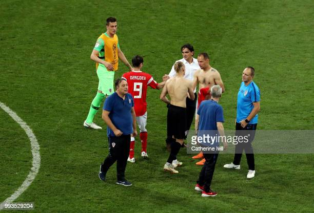 Zlatko Dalic Head coach of Croatia consoles Alan Dzagoev of Russia following the penalty shoot out during the 2018 FIFA World Cup Russia Quarter...