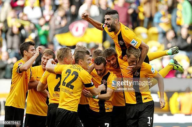 Zlatko Dedic Marco Hartmann 20 Idir Ouali Mohamed Amine Aoudia 10 Adnan Mravac Freude Emotion jubelnd Jubel nach 20 Sport Fußball Fussball zweite 2...