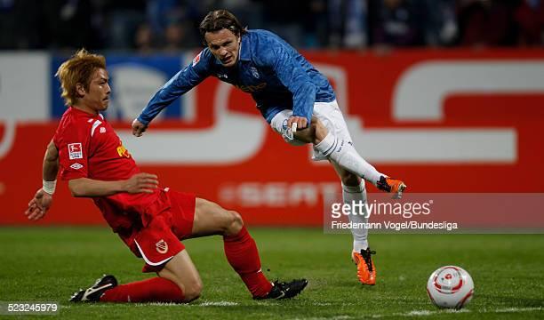 Zlatko Dedic von Bochum in aktion mit Takahito Soma von Cottbus waehrend des 2 Bundesligaspiels zwischen VfL Bochum und Energie Cottbus im...