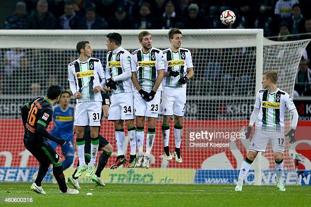 Zlatko Junuzovic of Bremen scores the first goal of Bremen by a freekick during the Bundesliga match between Borussia Moenchengladbach and Werder...