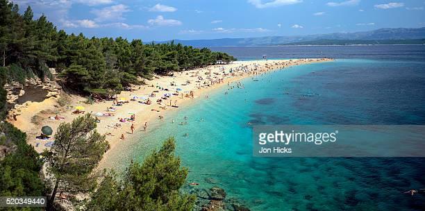 zlatni rat beach on brac island in croatia - zlatni rat fotografías e imágenes de stock