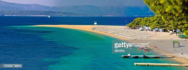 zlatni rat famous turquoise beach in bol on brac island view - zlatni rat fotografías e imágenes de stock