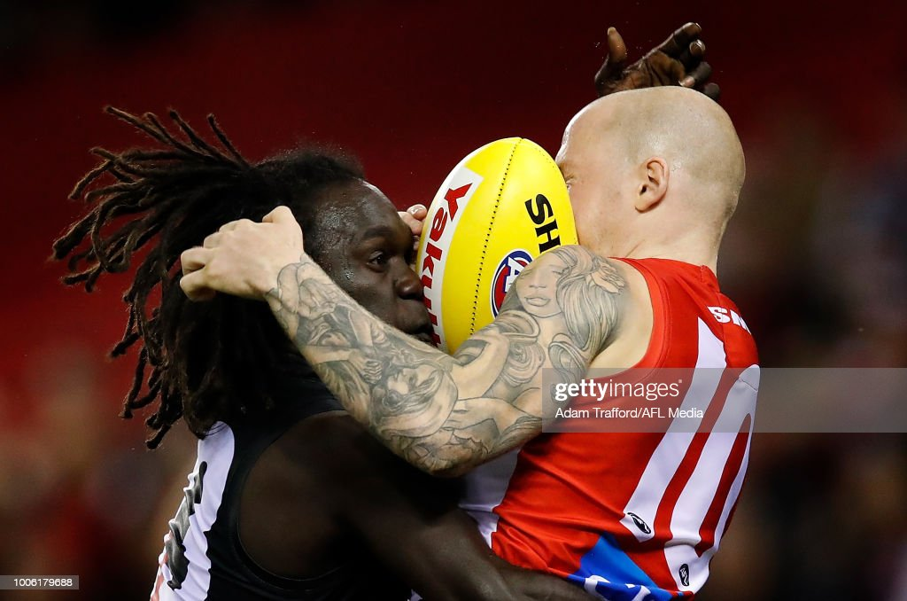 \zm2es=\ and Zak Jones of the Swans compete for the ball during the 2018 AFL round 19 match between the Essendon Bombers and the Sydney Swans at Etihad Stadium on July 27, 2018 in Melbourne, Australia.