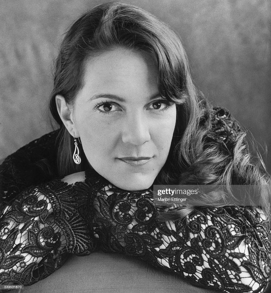 Zoe Ferraris, 2006 Pictures | Getty Images