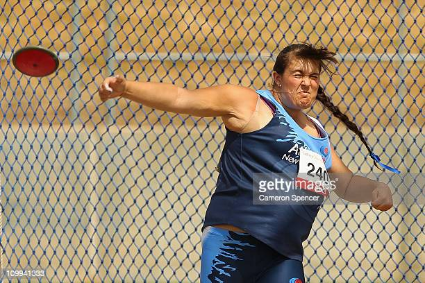 Zoee Heath of New South Wales competes in the womens U18 discus throw during day two of the Australian Junior Athletics Championships at Sydney...