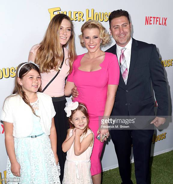 Zoie Laurel May Herpin guest Beatrix Carlin SweetinCoyle actress Jodie Sweetin and Justin Hodak attend the premiere of Netflix's Fuller House at...