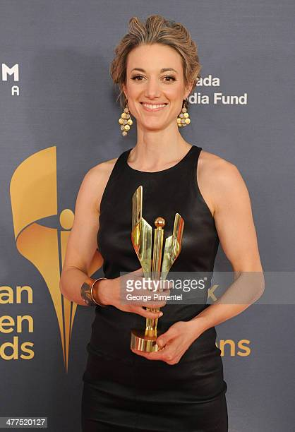 ¿Cuánto mide Zoie Palmer? - Real height Zoie-palmer-winner-of-the-fan-choice-award-for-the-favourtie-canadian-picture-id477520127?s=612x612