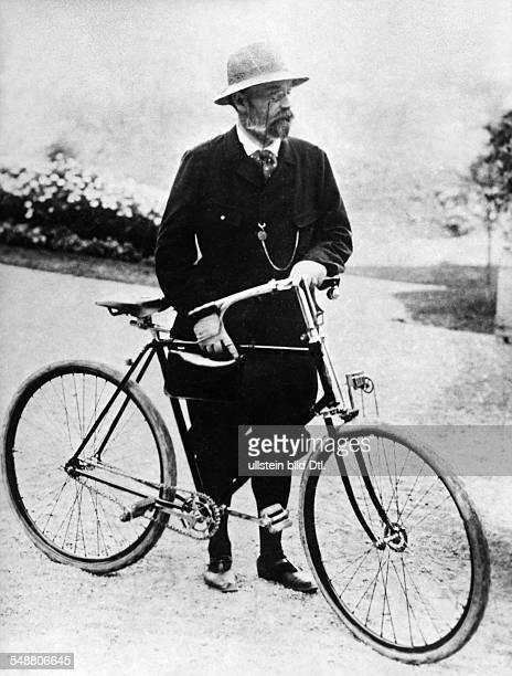 Zola Emile *02041840 Schriftsteller Frankreich Ganzkoerperaufnahme mit Fahrrad in London undatiert
