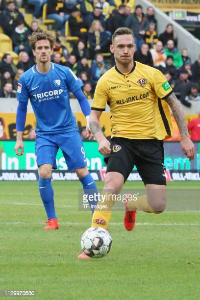Zoller Simon of VfL Bochum 1848 and Linus Wahlqvist of Dynamo Dresden battle for the ball during the second Bundesliga match between Dynamo Dresden...
