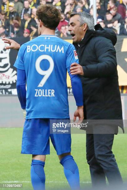 Zoller Simon of VfL Bochum 1848 speaks with head coach Robin Dutt of VfL Bochum 1848 during the second Bundesliga match between Dynamo Dresden and...