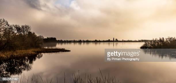 zonsondergang natuurgebied - zonsondergang stock pictures, royalty-free photos & images