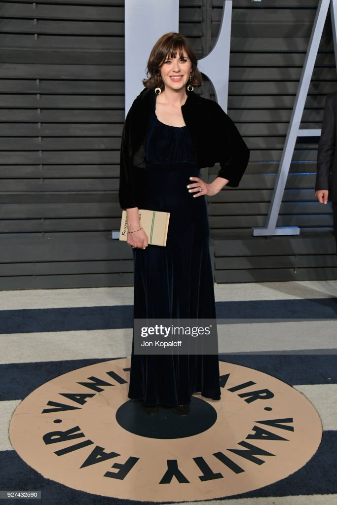 Zooey Deschanel attends the 2018 Vanity Fair Oscar Party hosted by Radhika Jones at Wallis Annenberg Center for the Performing Arts on March 4, 2018 in Beverly Hills, California.