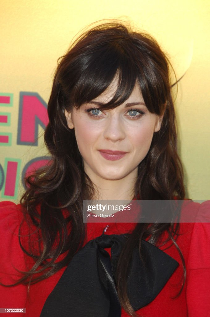 Zooey Deschanel during 2006 Teen Choice Awards - Arrivals at Gibson Amphitheatre in Universal City, California, United States.