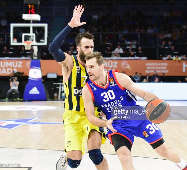 Zoran Dragic #30 of Anadolu Efes Istanbul competes with Luigi Datome #70 of Fenerbahce Dogus Istanbul during the 2017/2018 Turkish Airlines...