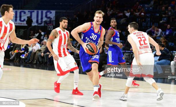 Zoran Dragic #30 of Anadolu Efes Istanbul in action during the 2017/2018 Turkish Airlines EuroLeague Regular Season Round 17 game between Anadolu...