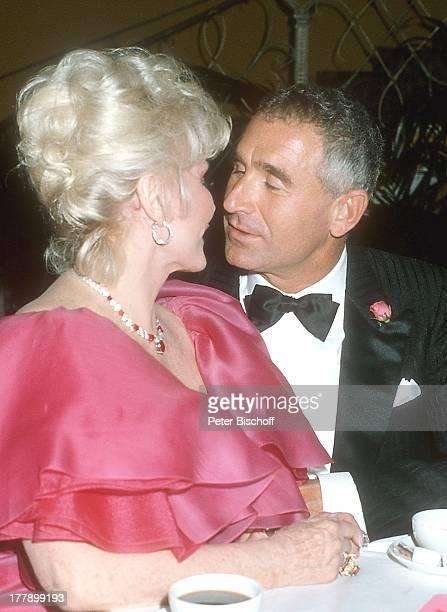Zsa Zsa Gabor Ehemann Prinz Frederic von Anhalt Wahl zur Miss Germany 1986 Hotel Bayerischer Hof München Deutschland Europa Ohrring Juwelen Schmuck...