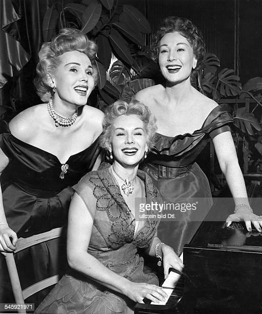 Zsa Zsa Gabor*Schauspielerin Ungarn / USA die Schwestern Gabor vl Zsa Zsa Eva Magda 1954