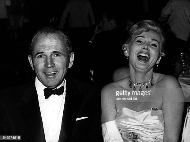 Zsa Zsa Gabor*Schauspielerin Ungarn / USA mit ihrem 4 Ehemann Hal Hayes 1956