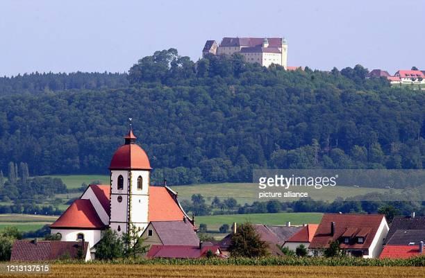 Zu den besonderen Sehenswürdigkeiten des Ostalbkreises gehört die 1311 erstmals urkundlich erwähnte Kapfenburg Aufnahme vom 2082000 Der imposante Bau...