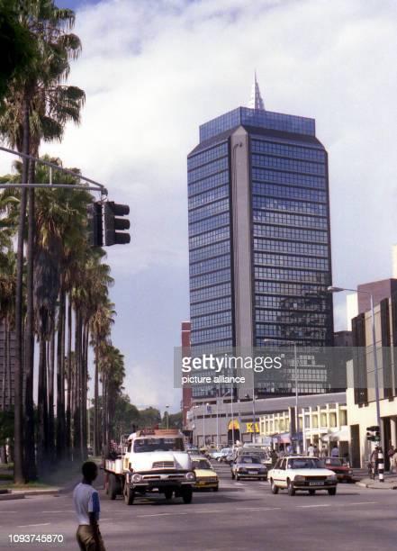 Zu den markantesten Bauwerken in der Innenstadt von Harare zählt das Karigamombe Center an der Kreuzung Julius Nyerere Way und Samora Machel Avenue...