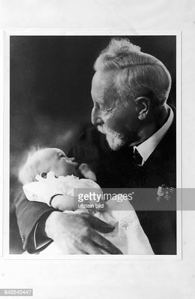 SKH FRIEDRICH WILHELM PRINZ VON PREUSSEN Zuhause in Berlin Halensee Hier Repro Wilhelm II der letzte Deutsche Kaiser im Holländischen Exil in DOORN...