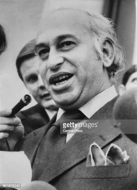 Zulfikar Ali Bhutto the Prime Minister of Pakistan requests the return of the famous KohiNoor diamond to Pakistan 7th September 1976 The diamond is...