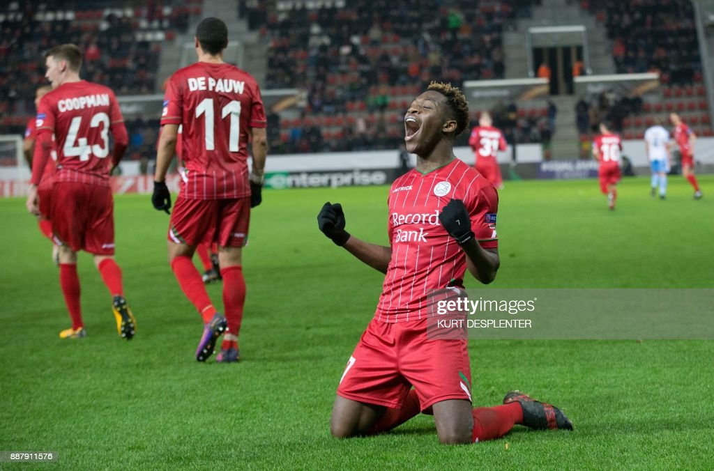 Zulte's Aaron Leya Iseka celebrates after scoring during the UEFA Europa League Group K football match between SV Zulte Waregem and Lazio at The Regenboogstadion in Waregem on December 7, 2017. / AFP PHOTO / Belga / KURT DESPLENTER / Belgium OUT