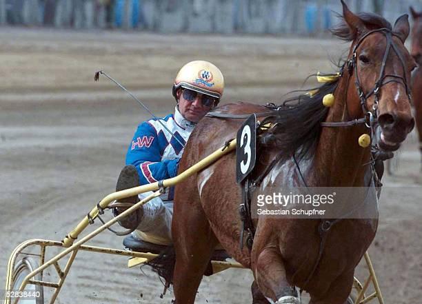 4 LAUF zum GOLD CUP 2001 in Hamburg 130401 Heinz WEWERING mit Losilony