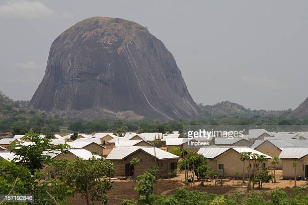 zuma rock - abuja stock pictures, royalty-free photos & images