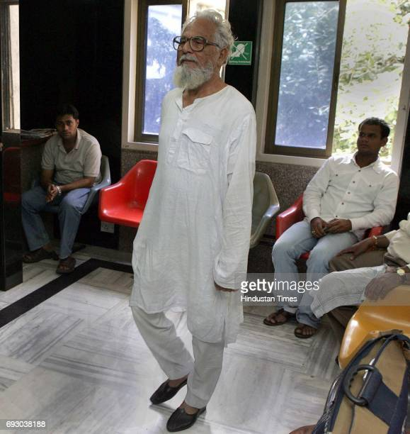 Zunaid Khan Junaid Khan of Azamgarh UP at 93 walks in the corridor of Bombay Hospital on Monday Khan is the oldest man to have an angioplasty...