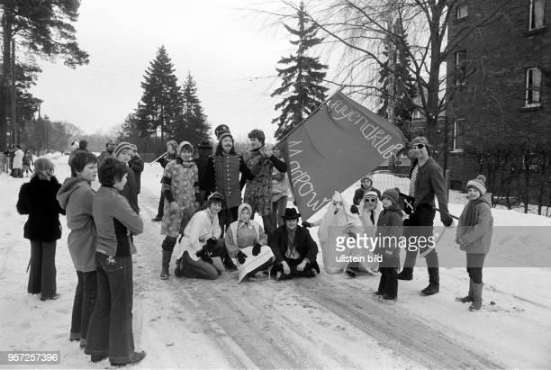 Zur Tradition der mehrere Tage andauernden niedersorbischen Fastnacht, genannt Zapust, zählt das Zampern , bei dem junge Leute in Kostümen verkleidet...