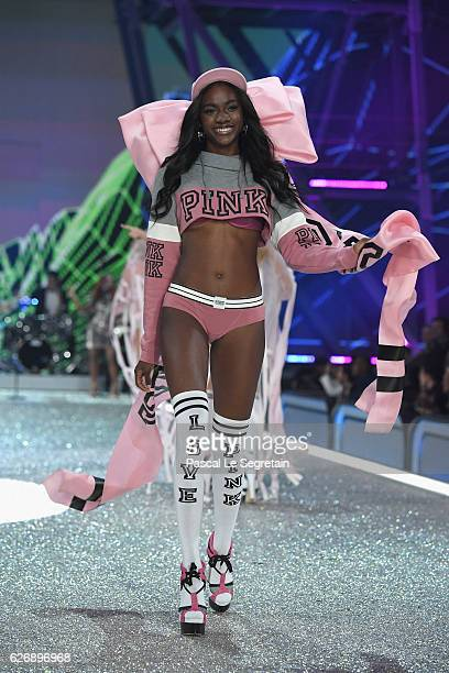 Zuri Tibby walks the runway at the Victoria's Secret Fashion Show on November 30 2016 in Paris France