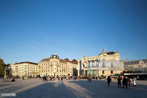 zurich opera square - städtischer platz stock-fotos und bilder