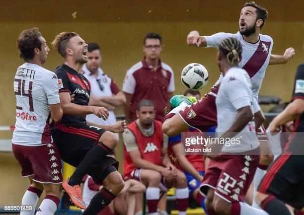 Zusammenstossen zwischen Lukas Hinterseer und Cristian Molunaro dabei reissen die Stollen von Lukas Hinterseer eine Fleischwunde in das Knie von...