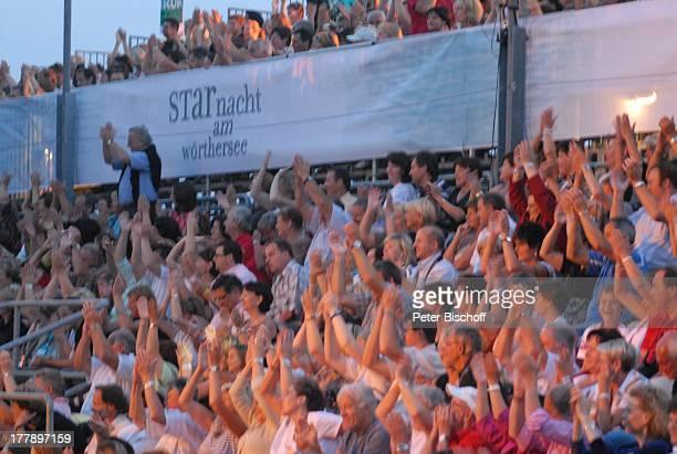 """Zuschauer bei ORF-Musikshow """"Starnacht am Wörthersee"""", Pörtschach am Wörthersee, """"Werzer Seearena"""", Kärnten, ; sterreich, Europa, Publikum,..."""