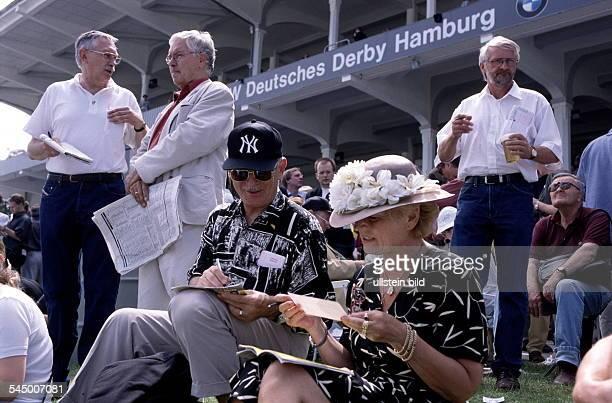Zuschauer beim Deutschen Galoppderbyin Hamburg Horn 471999