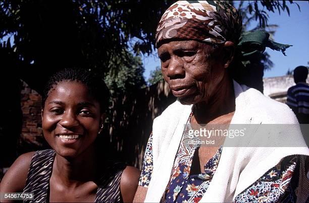 Zwei Frauen in Maputo 1999