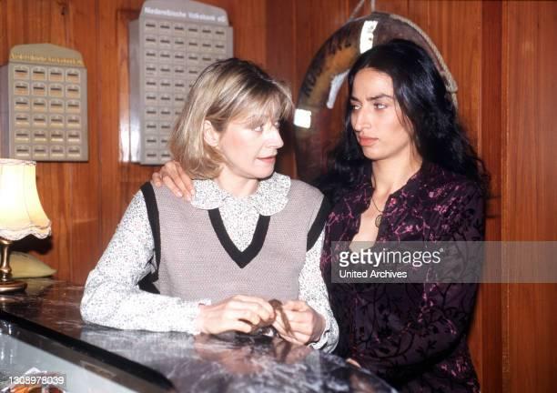 Zwei Inselaußenseiterinnen schließen nach anfänglichen Schwierigkeiten Freundschaft auf Helgoland. Szene mit Charlotte und Ayse Regie: Angelina...