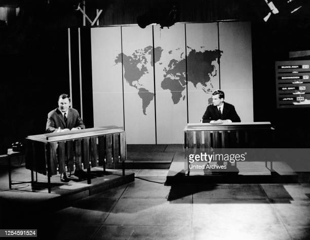 Zwei Moderatoren teilen sich die Nachrichtensendung im ZDF, um 1967.
