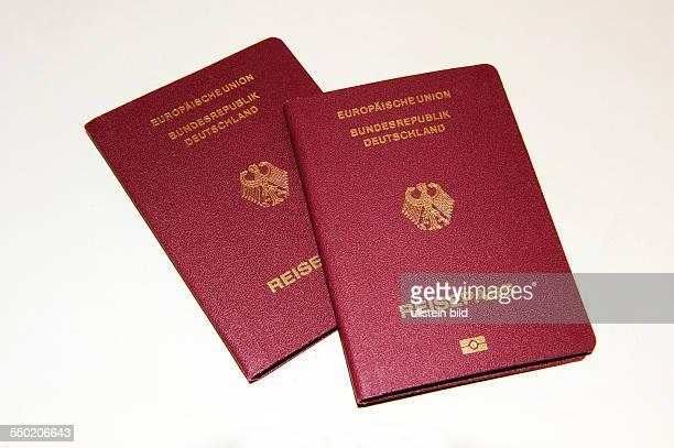 Zwei Reisepässe der Europäischen Union Bundesrepublik Deutschland
