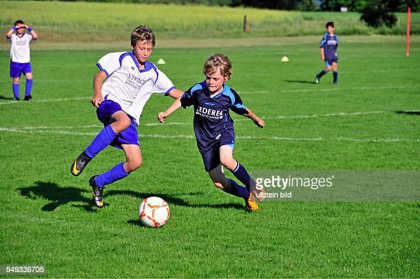 Zweikampf der Mini Masters einem internationalen Fußballturnier der U11 NeuUlm NeuUlm