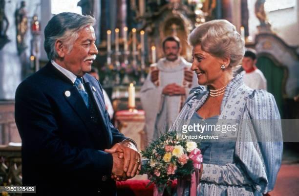 Zweit Münchner in Hamburg, Fernsehserie, Deutschland 1988, Regie: Rolf von Sydow, Darsteller: Hans Reiser, Winnie Markus.